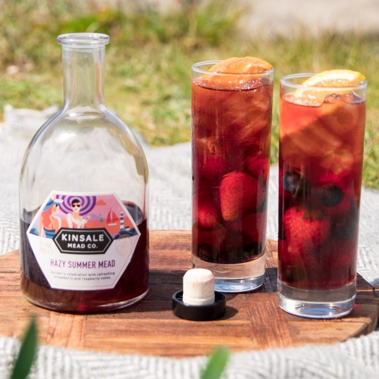 Hazy Summer Mead 2 glasses with berries